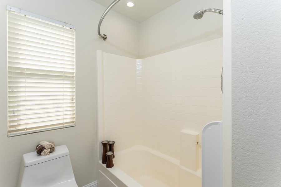 Real Estate Photography - 1651 Roma Ct, West Sacramento, CA, 95691 - 2nd Bathroom