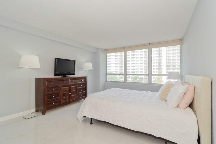 Real Estate Photography - 1500 Bay Road apt 654S, Miami Beach, FL, 33139 - Bedroom