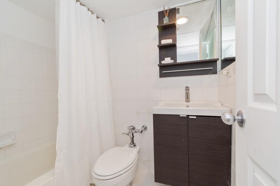 Real Estate Photography - 1500 Bay Road apt 654S, Miami Beach, FL, 33139 - Bathroom