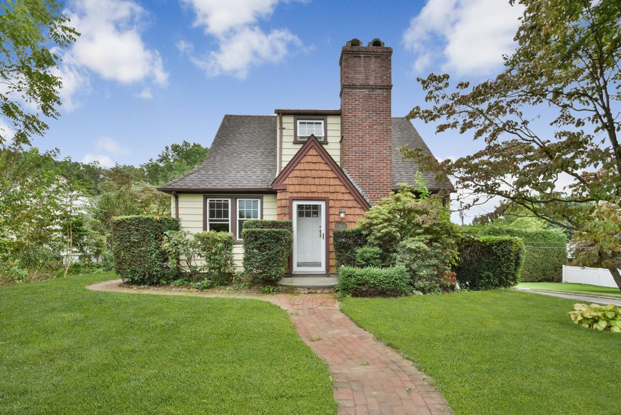 Real Estate Photography - 54 South Dr, Manhasset, NY, 11030 -