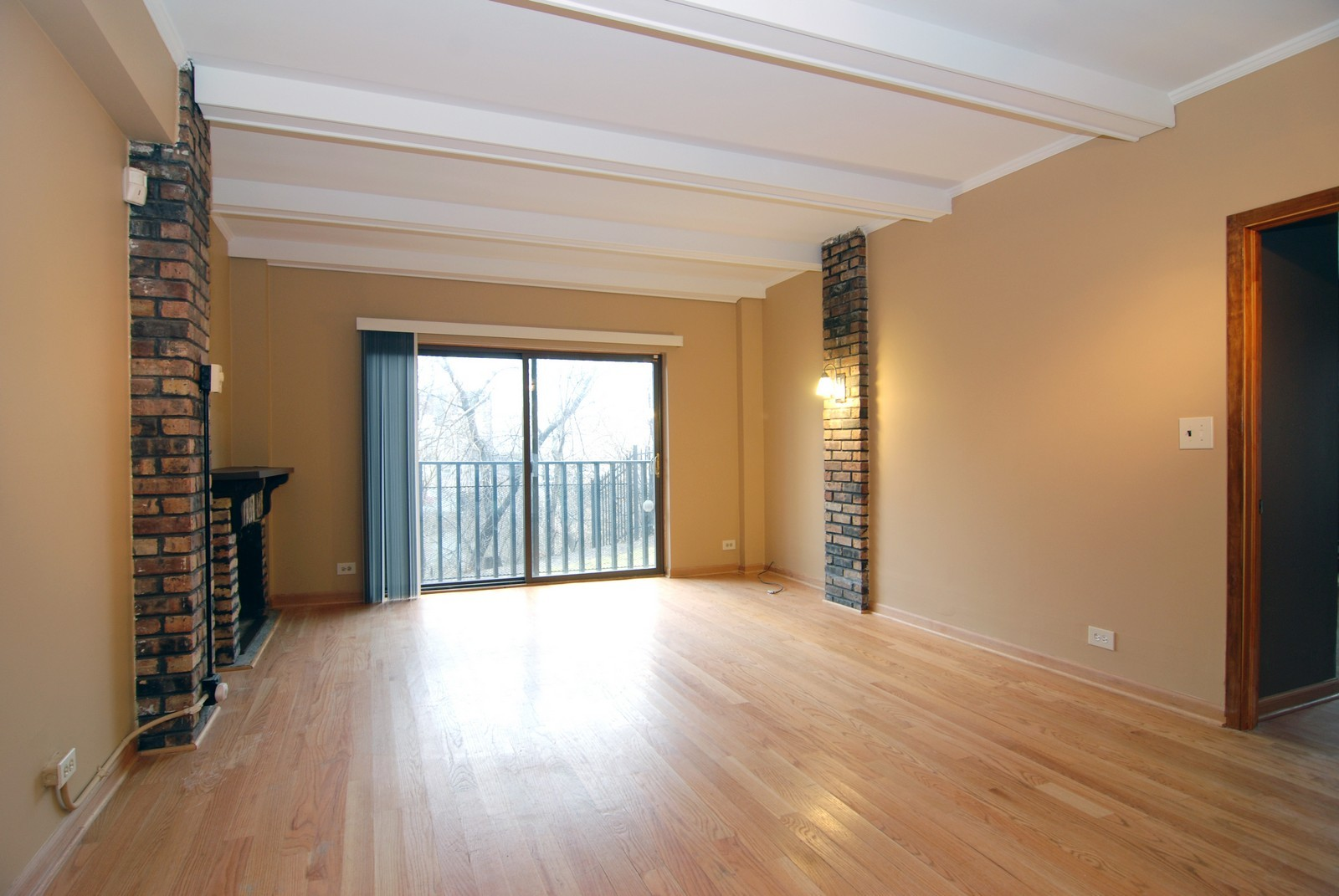 Real Estate Photography - 2839 W Lawrence, Chicago, IL, 60625 - Living Room