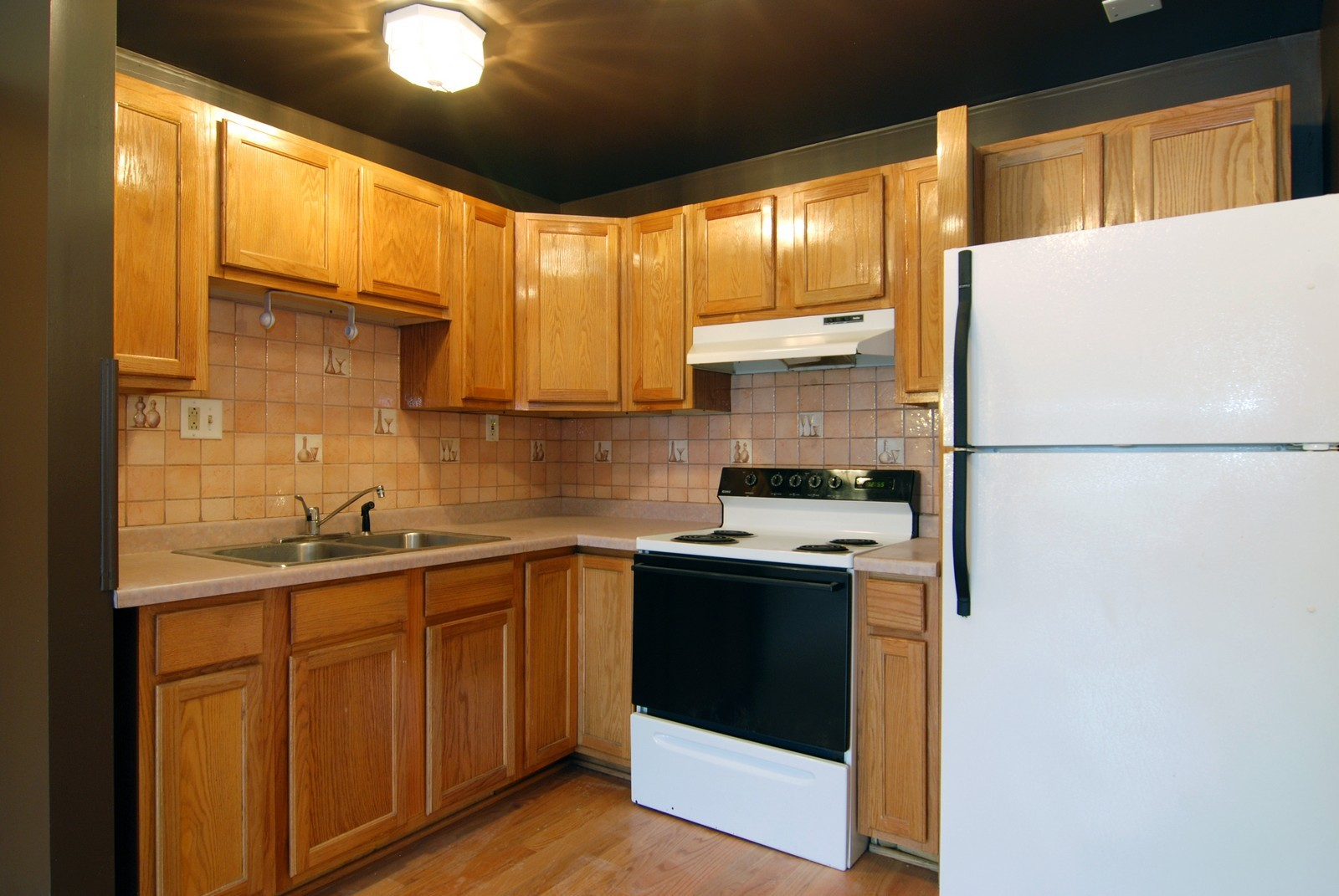 Real Estate Photography - 2839 W Lawrence, Chicago, IL, 60625 - Kitchen