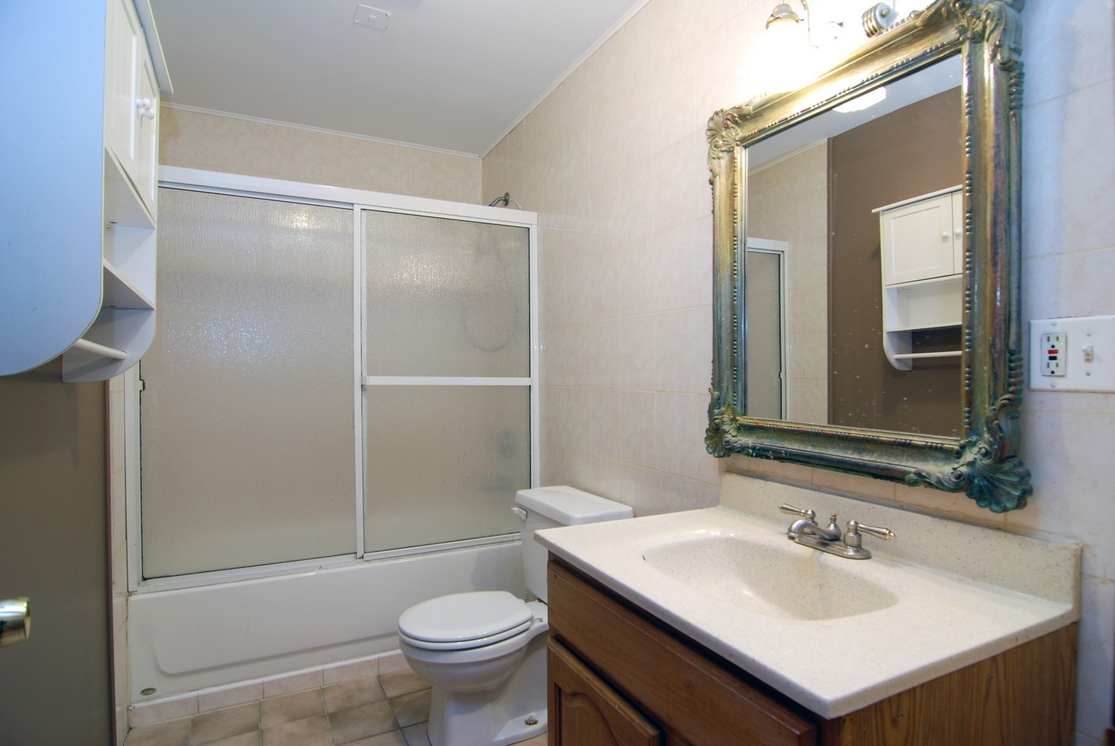 Real Estate Photography - 2839 W Lawrence, Chicago, IL, 60625 - Bathroom