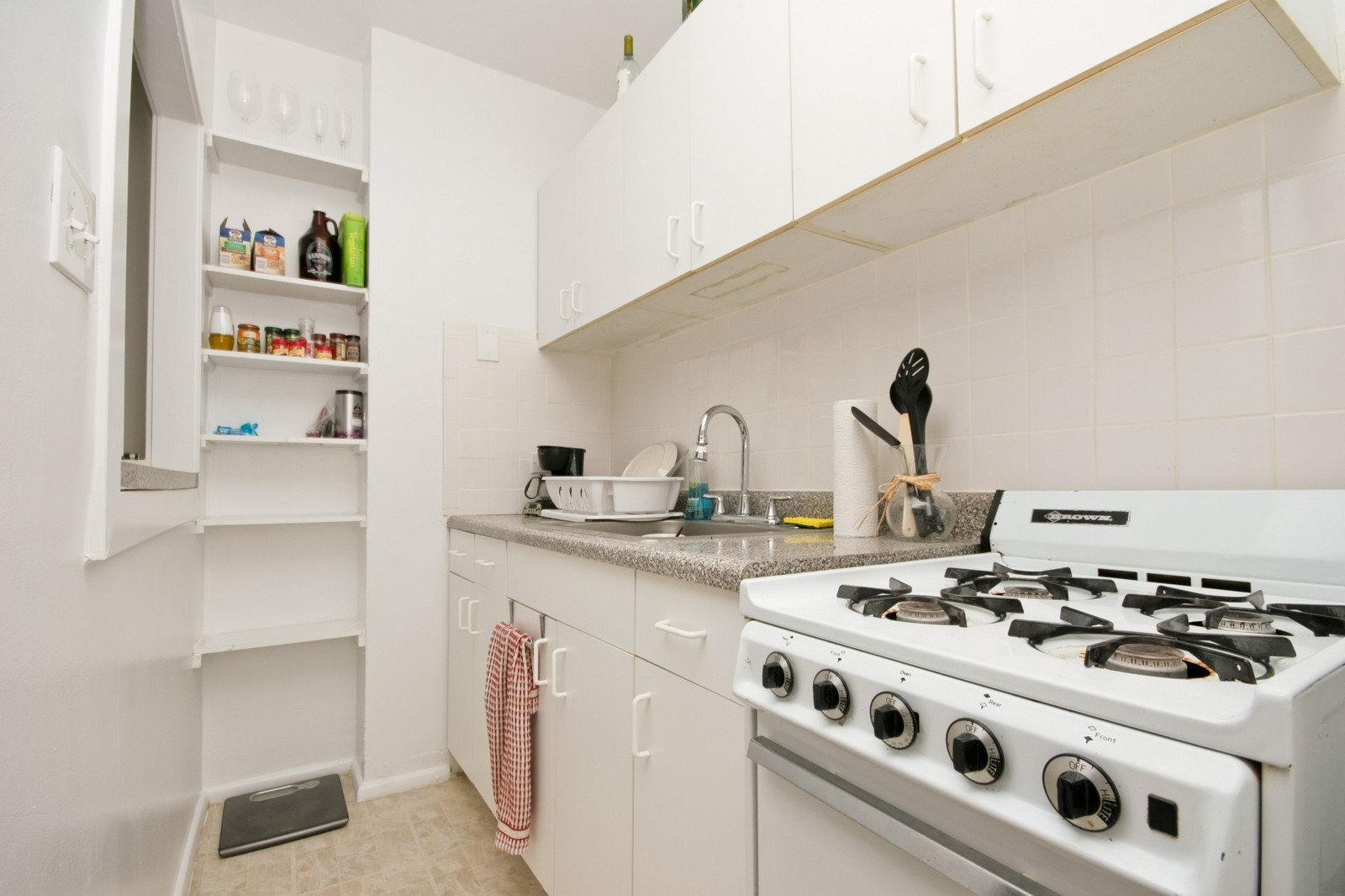 Real Estate Photography - 1807 N Lincoln Park West, Chicago, IL, 60614 - Kitchen