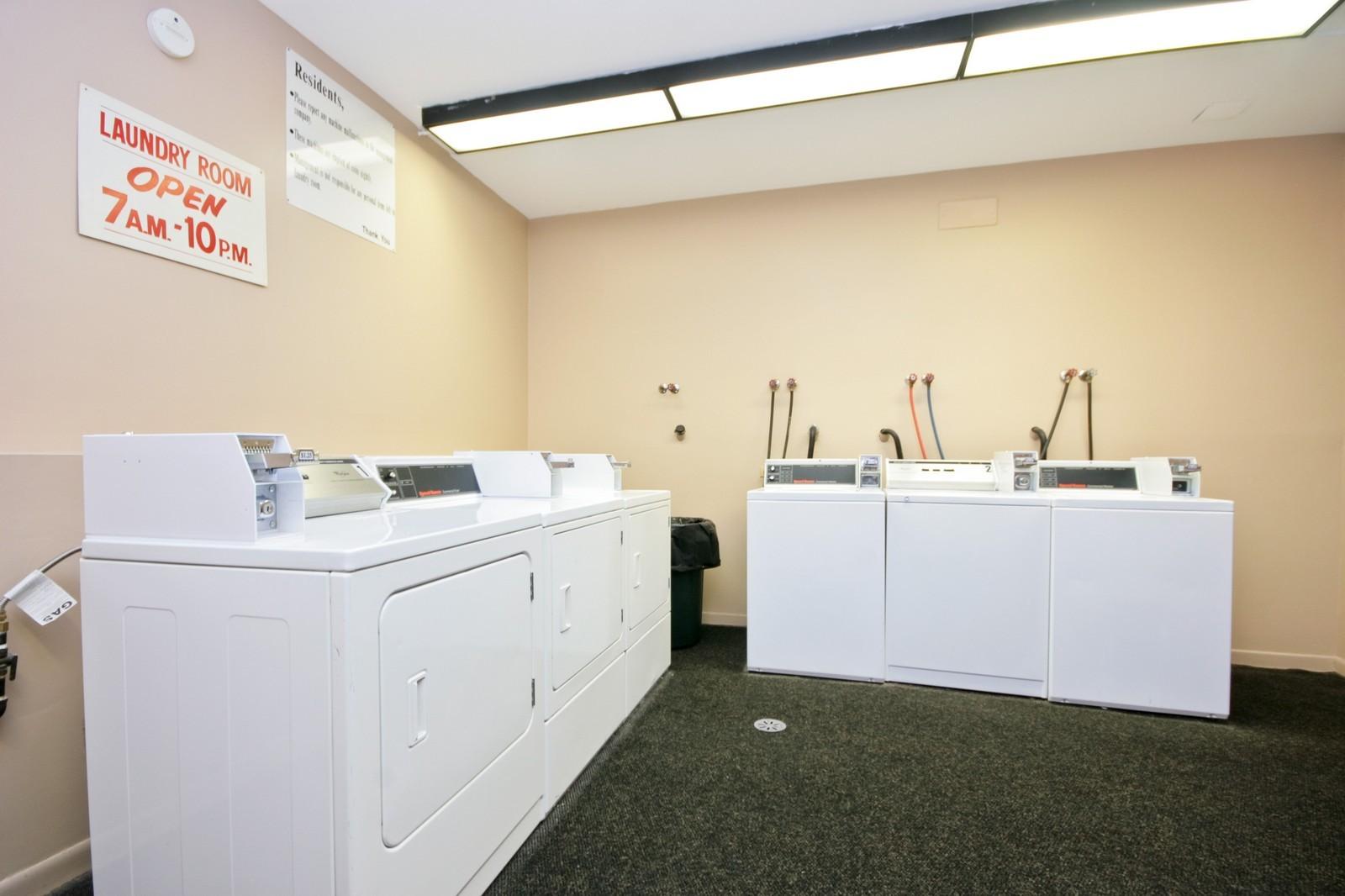 Real Estate Photography - 549 W Aldine, Chicago, IL, 60657 - Laundry Room