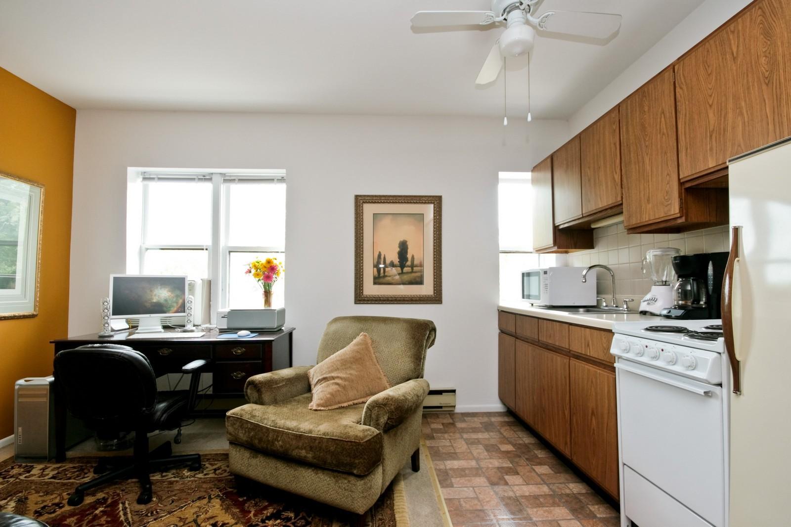 Real Estate Photography - 549 W Aldine, Chicago, IL, 60657 - Kitchen