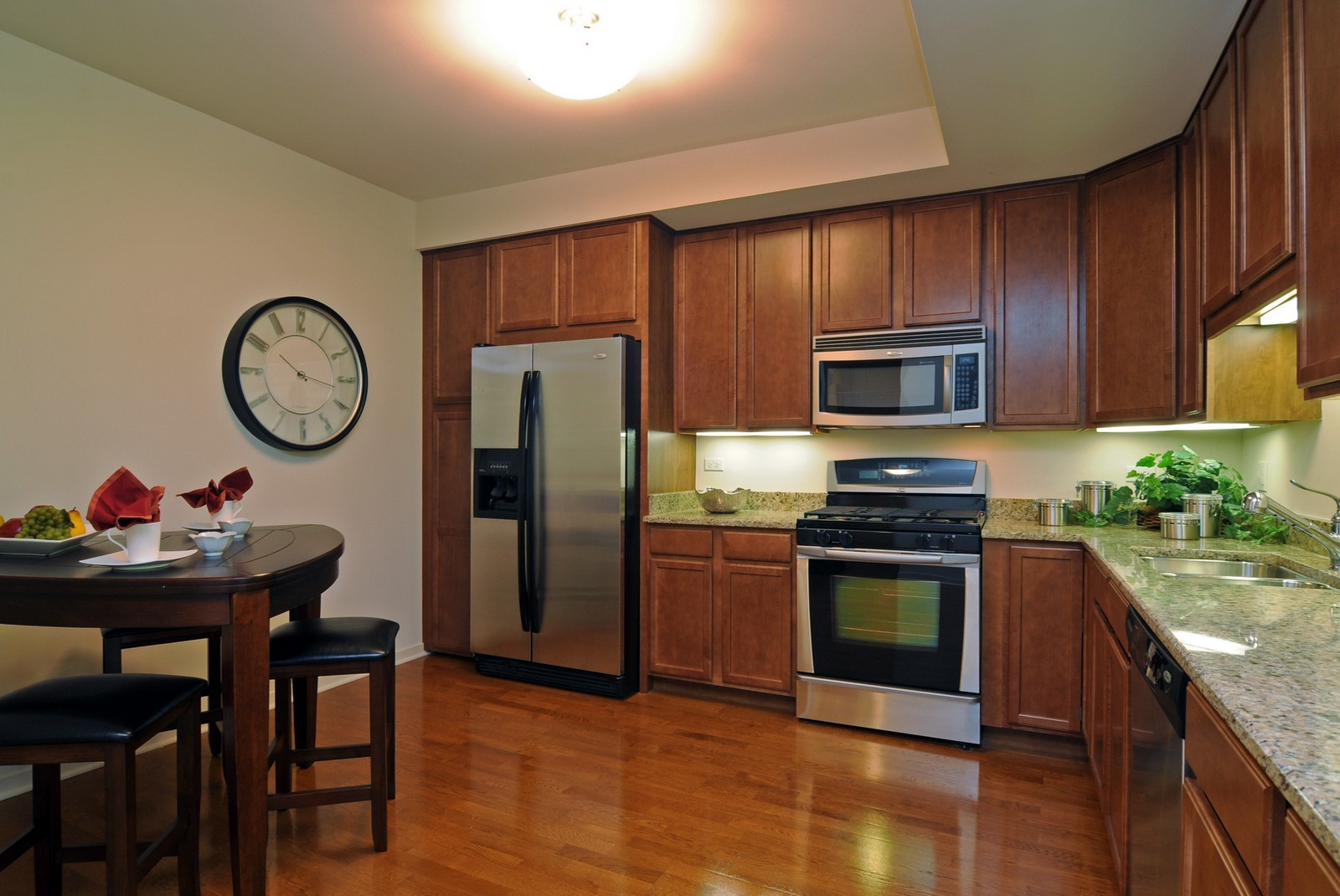 Real Estate Photography - 425 Benjamin Dr, Vernon Hills, IL, 60061 - Kitchen / Breakfast Room