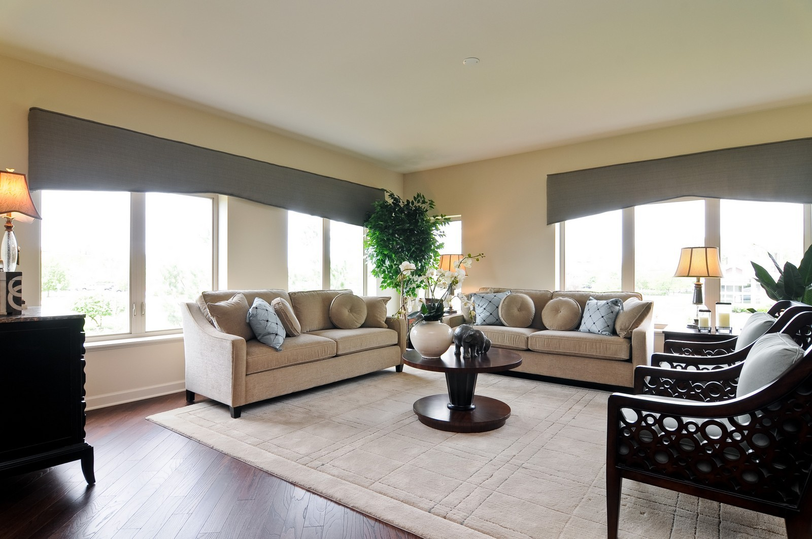 Real Estate Photography - 450 Village Green, Unit 216, Lincolnshire, IL, 60069 - Living Room