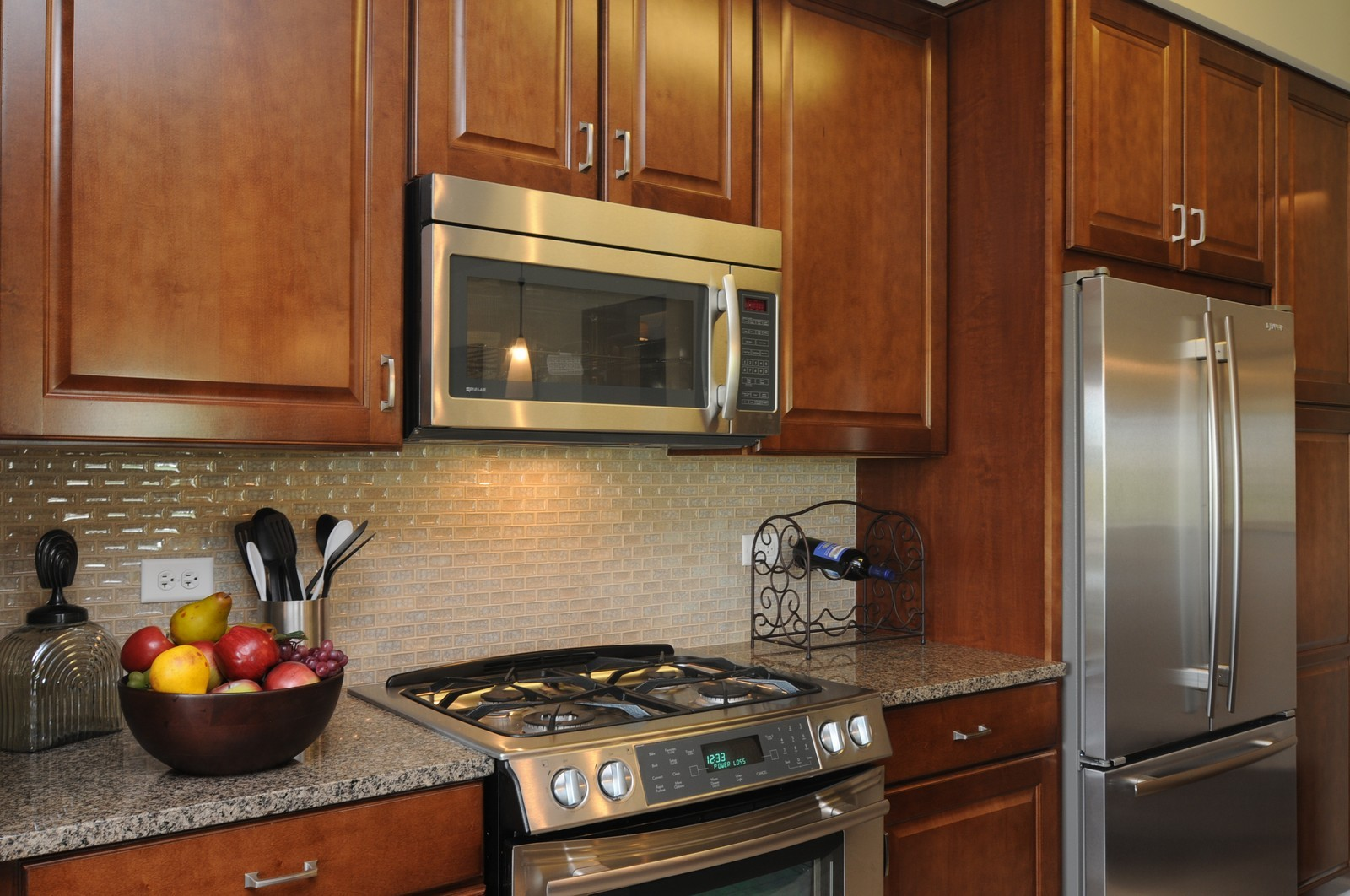 Real Estate Photography - 450 Village Green, Unit 216, Lincolnshire, IL, 60069 - Kitchen