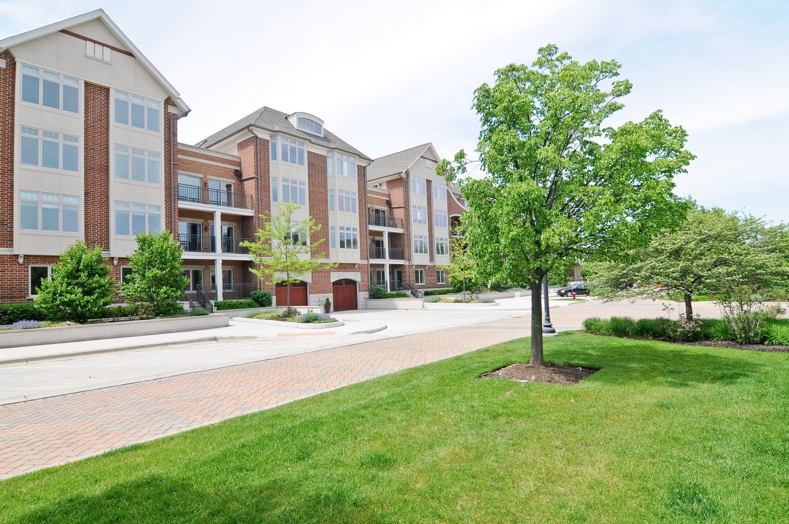 Real Estate Photography - 450 Village Green, Unit 213, Lincolnshire, IL, 60069 - Front View