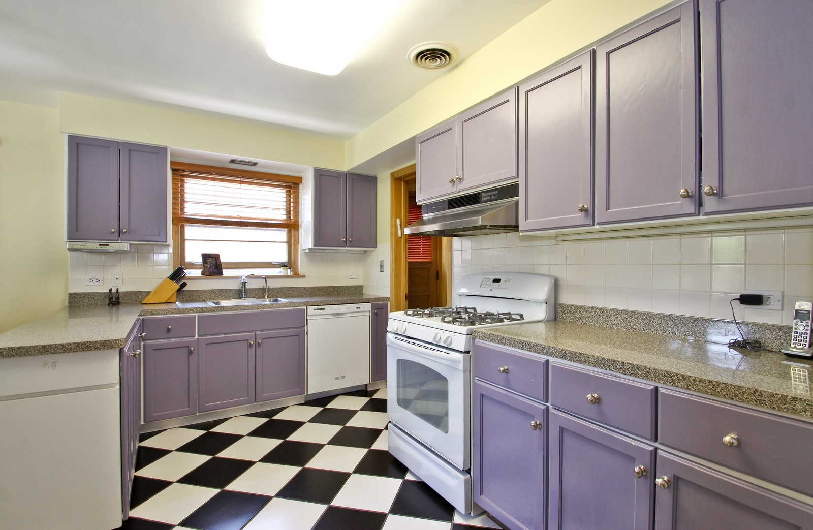 Real Estate Photography - 6645 N Central Park Ave, Lincolnwood, IL, 60712 - Kitchen