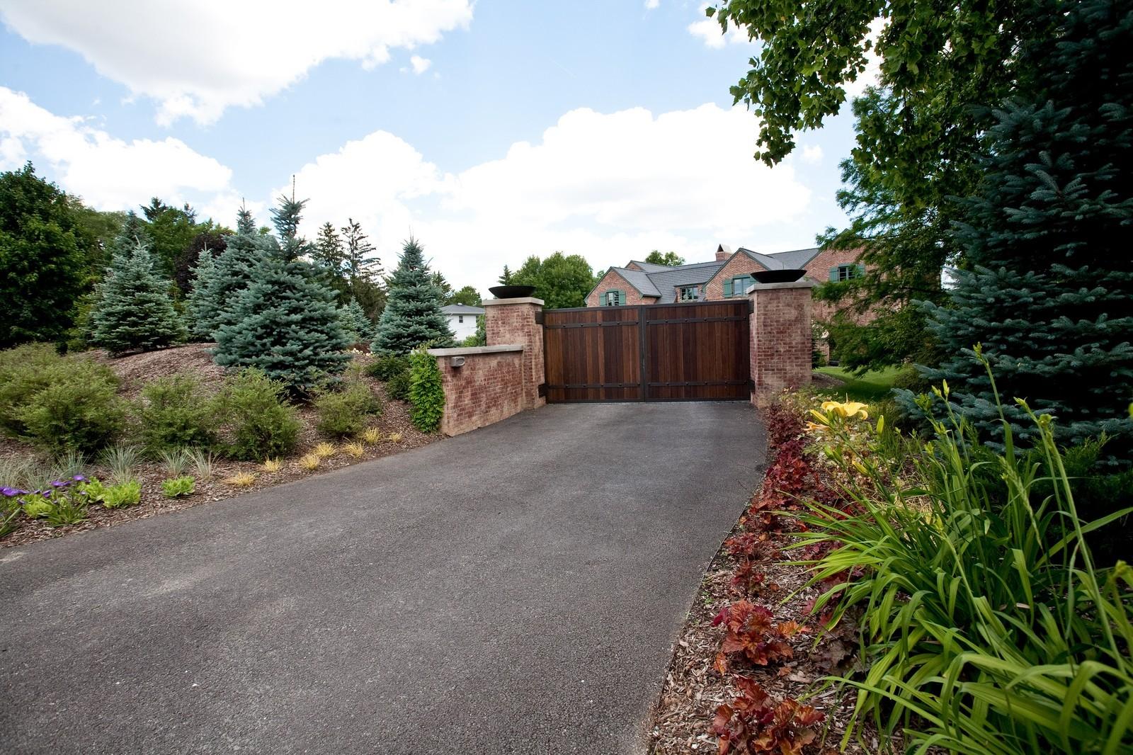 Real Estate Photography - 6143 Madison, Burr Ridge, IL, 60527 - Driveway