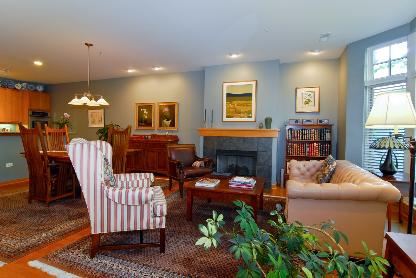 Real Estate Photography - 101 N Euclid, Unit 21, Oak Park, IL, 60302 - Living Room