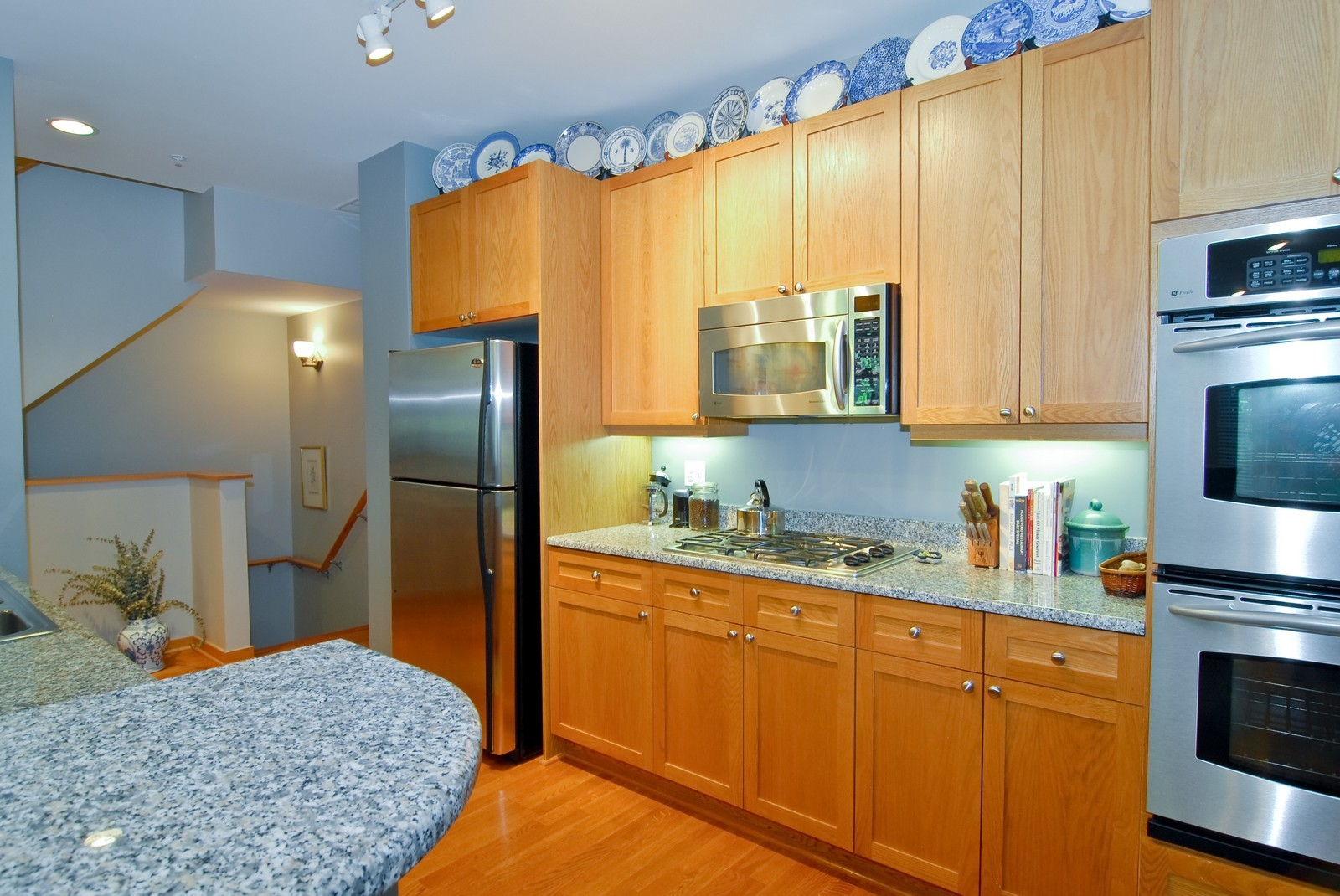 Real Estate Photography - 101 N Euclid, Unit 21, Oak Park, IL, 60302 - Kitchen