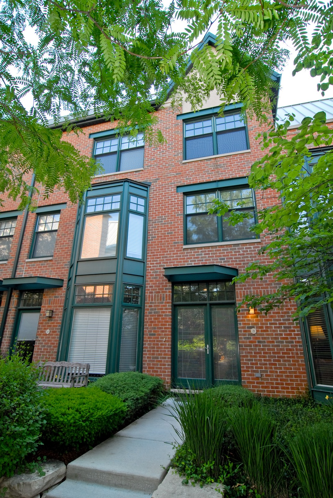 Real Estate Photography - 101 N Euclid, Unit 21, Oak Park, IL, 60302 - Front View