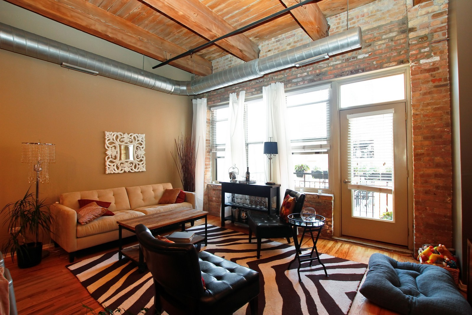Real Estate Photography - 1500 W Monroe, 616, Chicago, IL, 60607 - Living Room