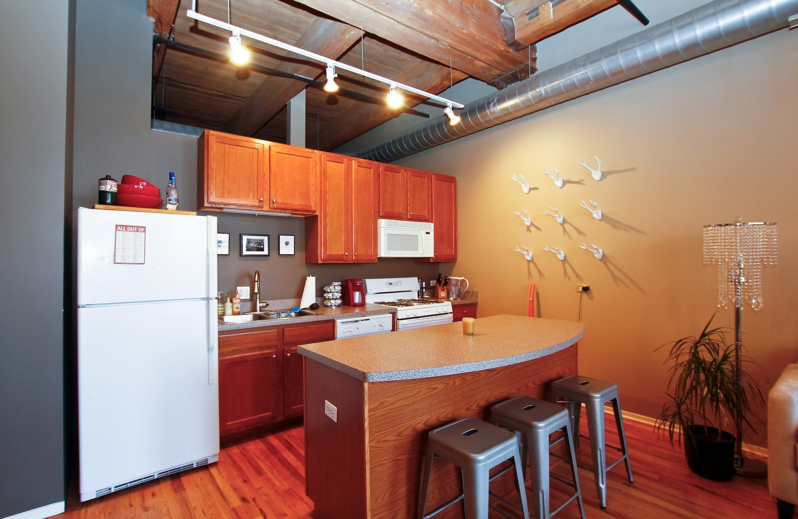 Real Estate Photography - 1500 W Monroe, 616, Chicago, IL, 60607 - Kitchen