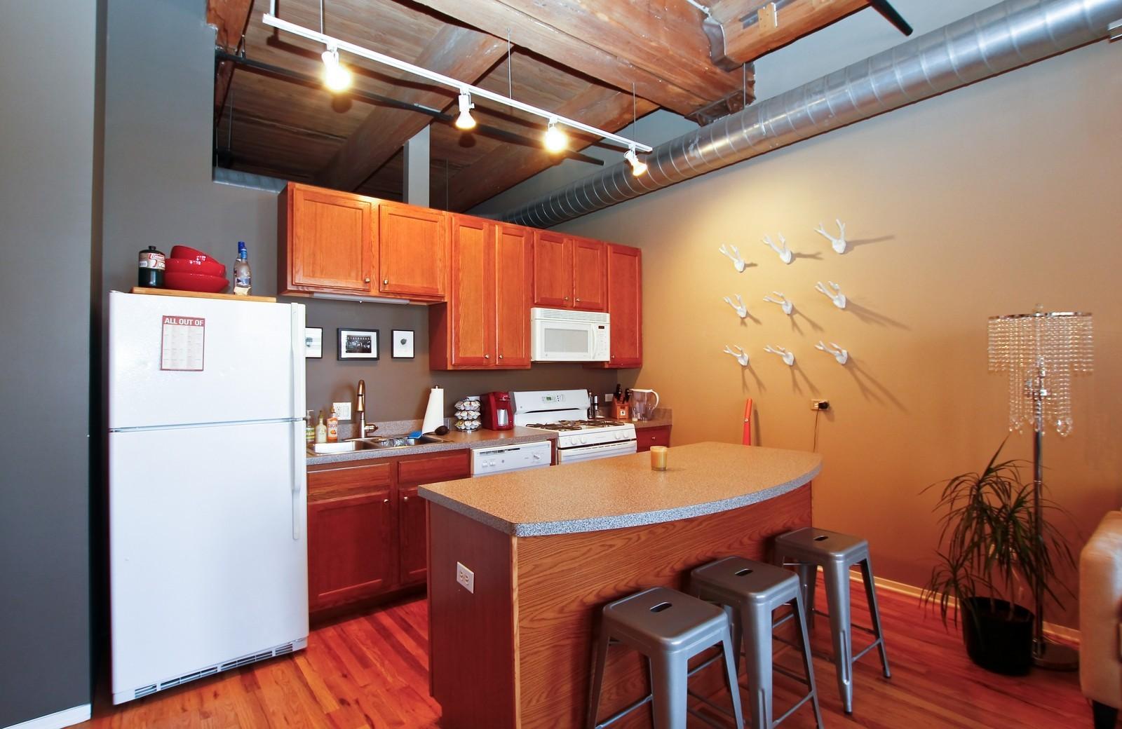 Real Estate Photography - 1500 W Monroe, 616, Chicago, IL, 60607 - Kitchen