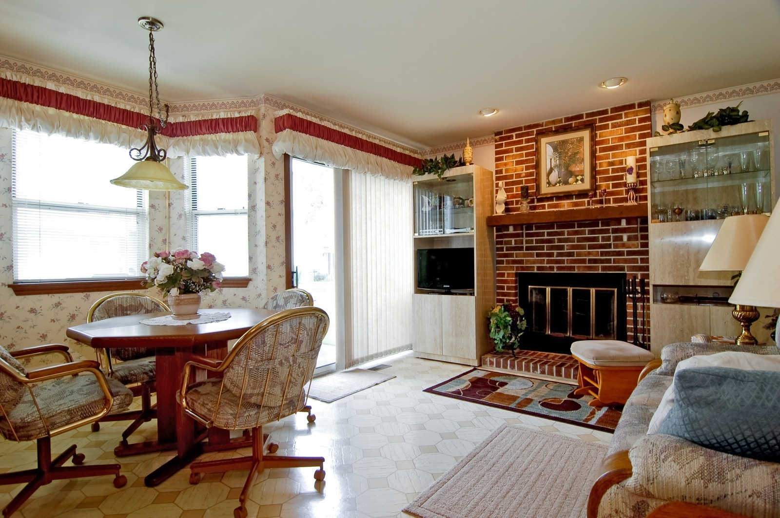 Real Estate Photography - 1013 Bedford, Carol Stream, IL, 60188 - Family Room