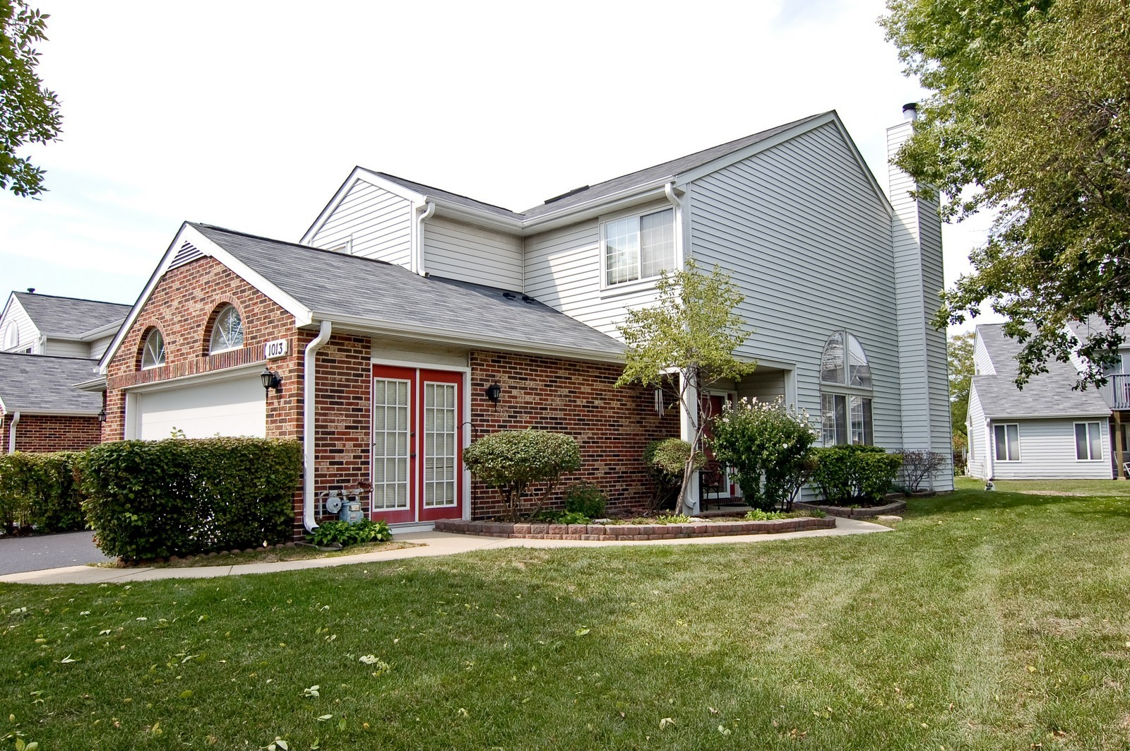 Real Estate Photography - 1013 Bedford, Carol Stream, IL, 60188 - Front View