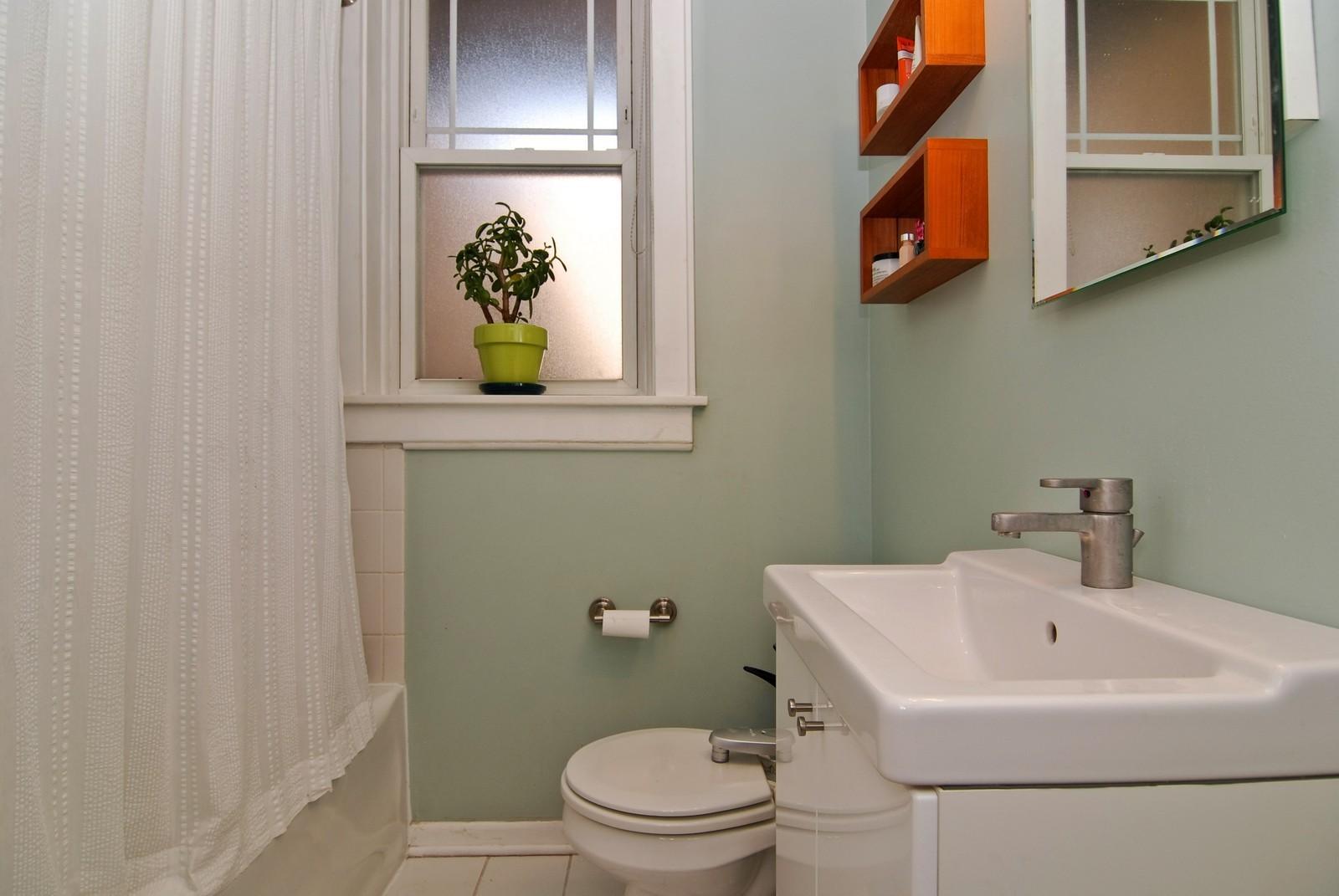 Real Estate Photography - 2658 W. Altgeld #3, Chicago, IL, 60647 - Bathroom