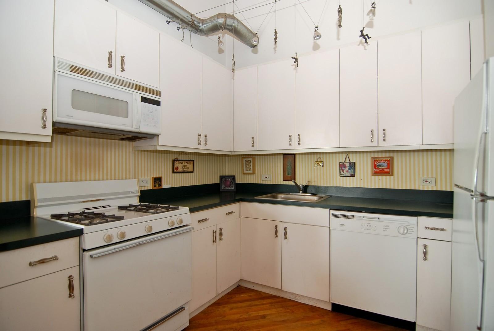 Real Estate Photography - 2654 W Medill, Unit 301, Chicago, IL, 60647 - Kitchen
