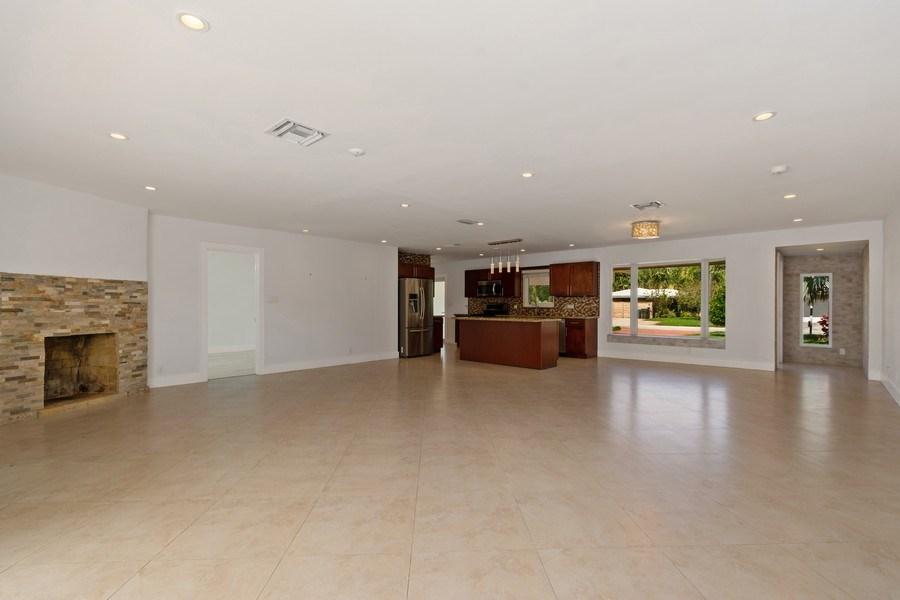 Real Estate Photography - 3431 NE 18 Avenue, Oakland Park, FL, 33306 - Kitchen / Living Room