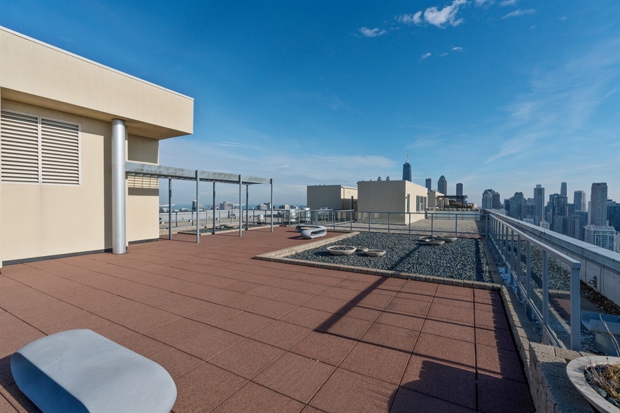 Real Estate Photography - 500 W Superior, 804, Chicago, IL, 60654 - Location 1