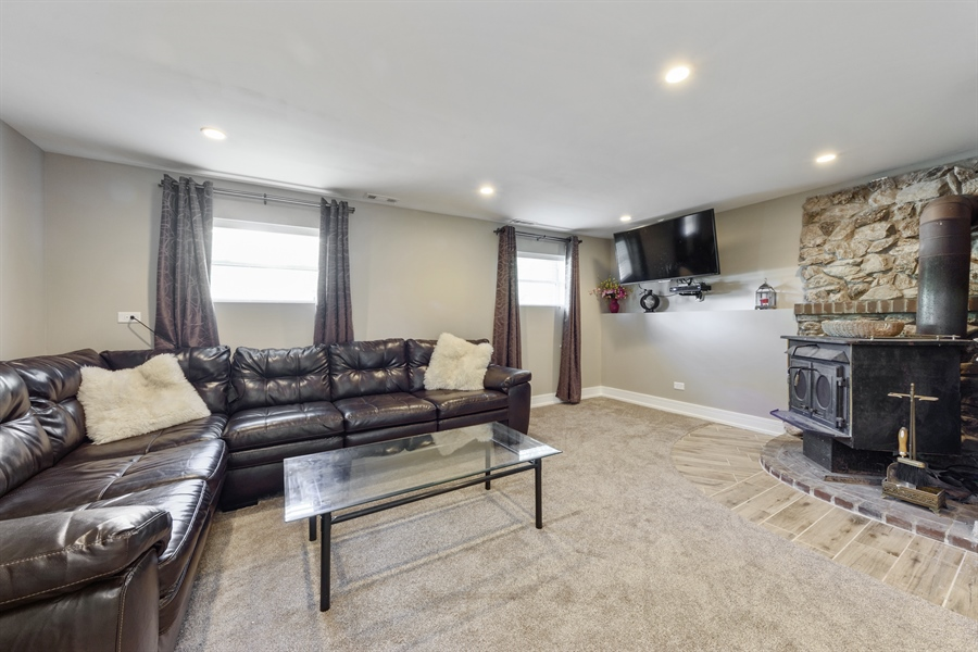 Real Estate Photography - 1001 Heartwood Ln, Lake Zurich, IL, 60047 - Family Room