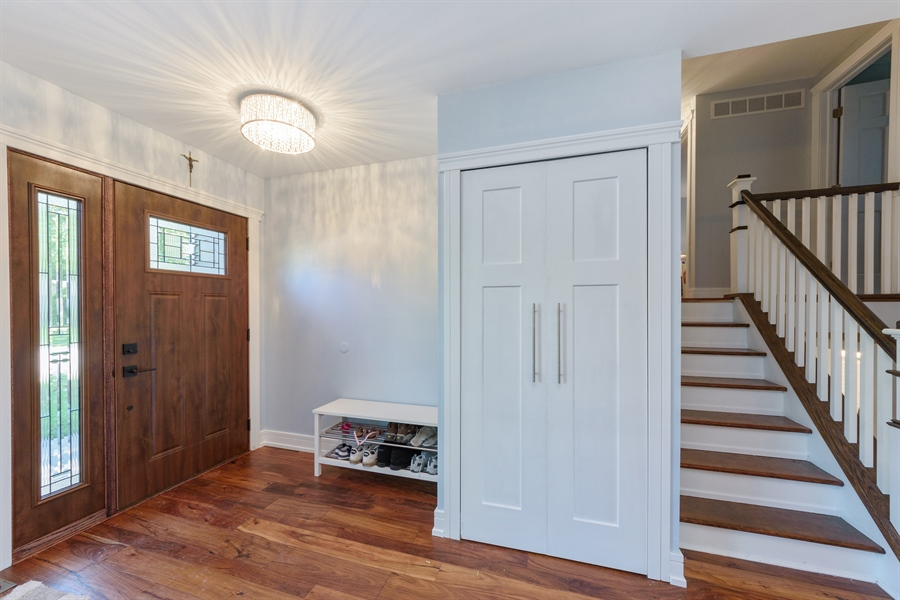 Real Estate Photography - 1001 Heartwood Ln, Lake Zurich, IL, 60047 - Foyer