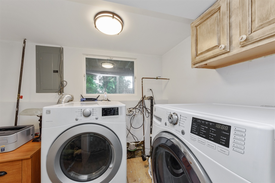 Real Estate Photography - 1001 Heartwood Ln, Lake Zurich, IL, 60047 - Laundry Room