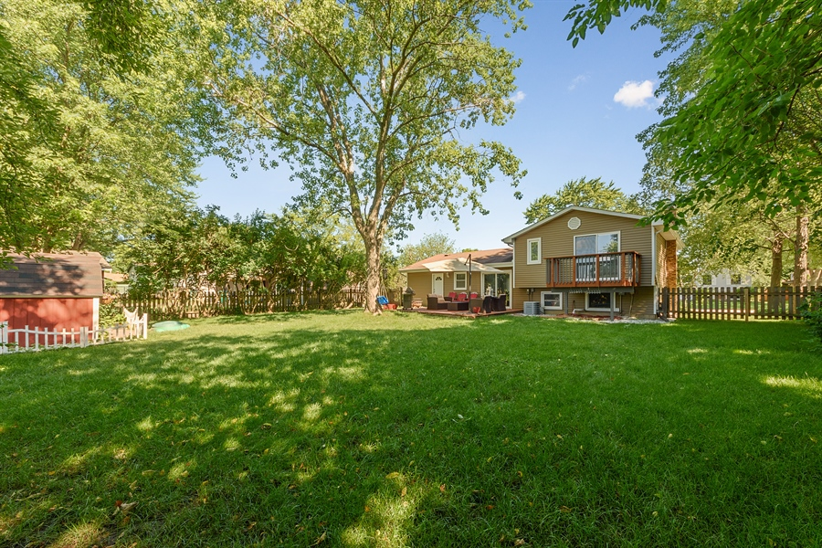 Real Estate Photography - 1001 Heartwood Ln, Lake Zurich, IL, 60047 - Rear View