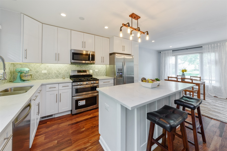 Real Estate Photography - 1001 Heartwood Ln, Lake Zurich, IL, 60047 - Kitchen / Dining Room