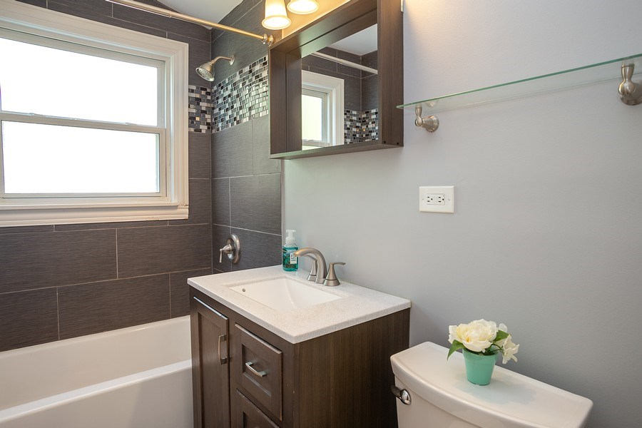 Real Estate Photography - 133 S Evergreen Ave, Addison, IL, 60101 - Bathroom