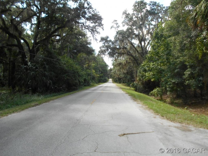 Real Estate Photography - 120 NE Evans Ct, Micanopy, FL, 32667 - Location 8