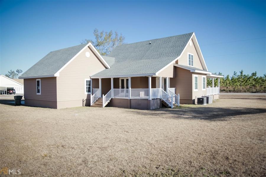 Real Estate Photography - 855 Orange St, Homeland, GA, 31537 - Location 2