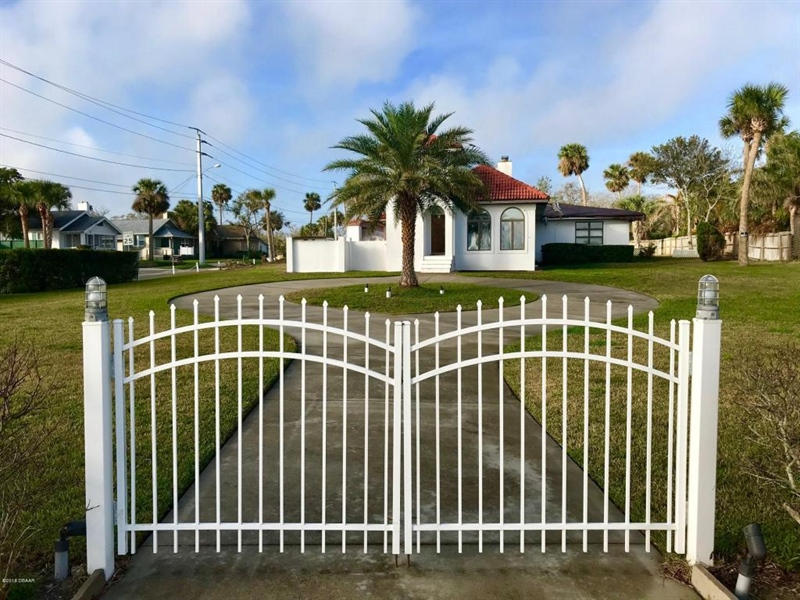 Real Estate Photography - 21 Division Ave, Ormond Beach, FL, 32174 - Location 8