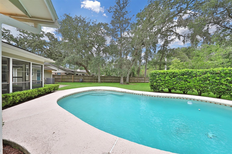 Real Estate Photography - 3144 OLD PORT CIR, JACKSONVILLE, FL, 32216 - IN-GROUND POOL