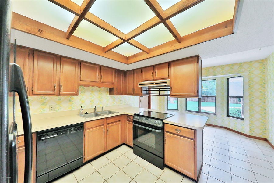 Real Estate Photography - 3144 OLD PORT CIR, JACKSONVILLE, FL, 32216 - KITCHEN AND NOOK