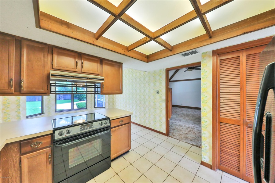 Real Estate Photography - 3144 OLD PORT CIR, JACKSONVILLE, FL, 32216 - KITCHEN