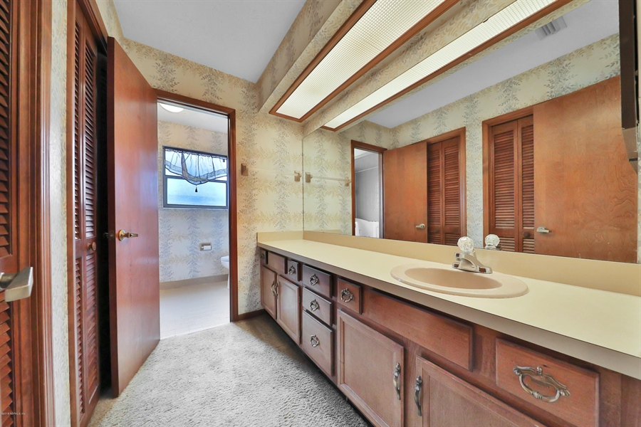 Real Estate Photography - 3144 OLD PORT CIR, JACKSONVILLE, FL, 32216 - MASTER BATH LONG VANITY