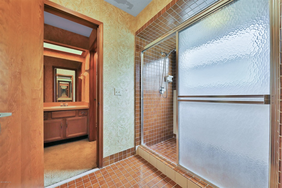 Real Estate Photography - 3144 OLD PORT CIR, JACKSONVILLE, FL, 32216 - MASTER BATH