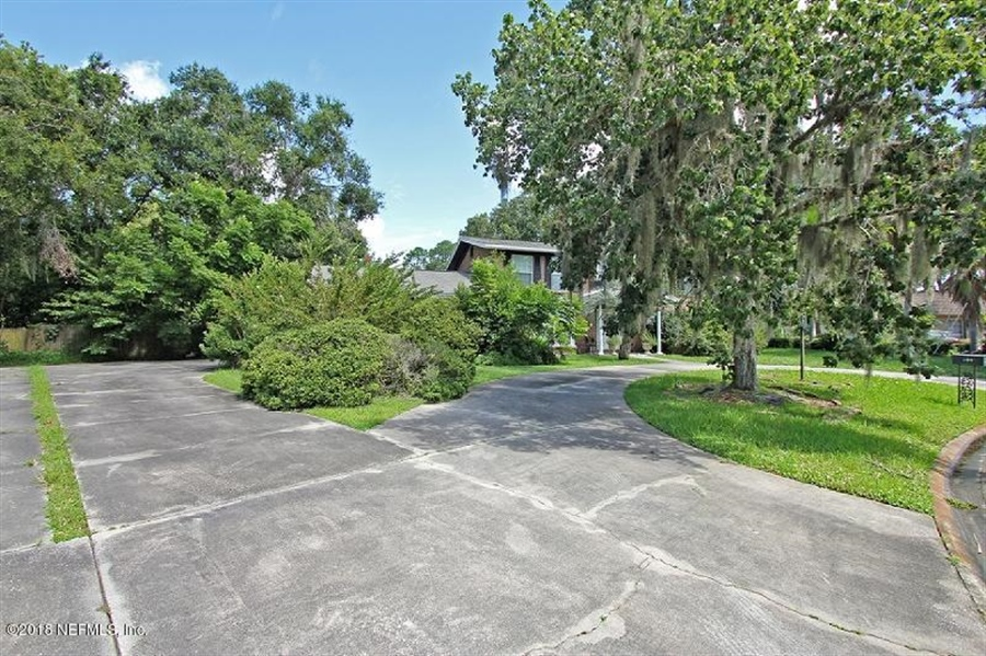Real Estate Photography - 8604 La Losa Dr W, Jacksonville, FL, 32217 - Location 10