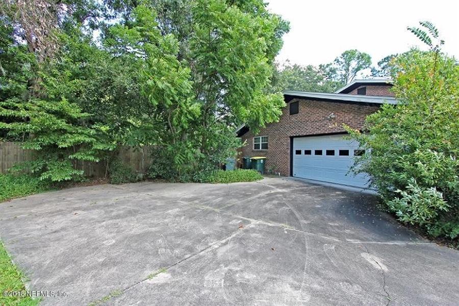 Real Estate Photography - 8604 La Losa Dr W, Jacksonville, FL, 32217 - Location 11
