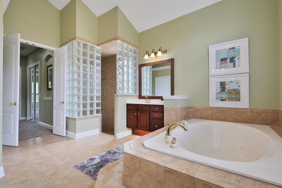 Real Estate Photography - 140 Saint Johns Forest Blvd, Saint Johns, FL, 32259 - MASTER SHOWER AND GARDEN TUB