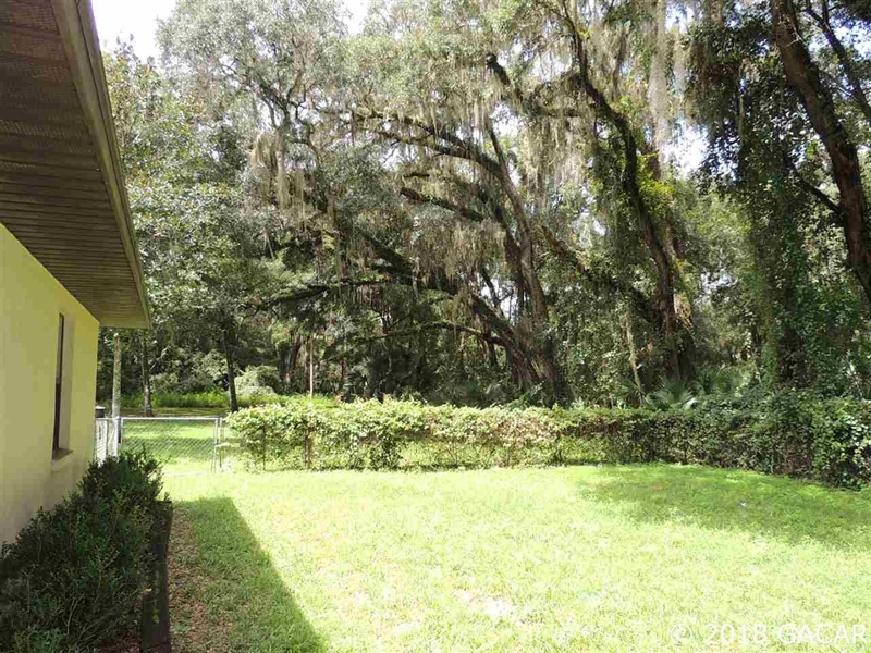 Real Estate Photography - 1406 Wacahoota Road, Micanopy, FL, 32667 - Location 21
