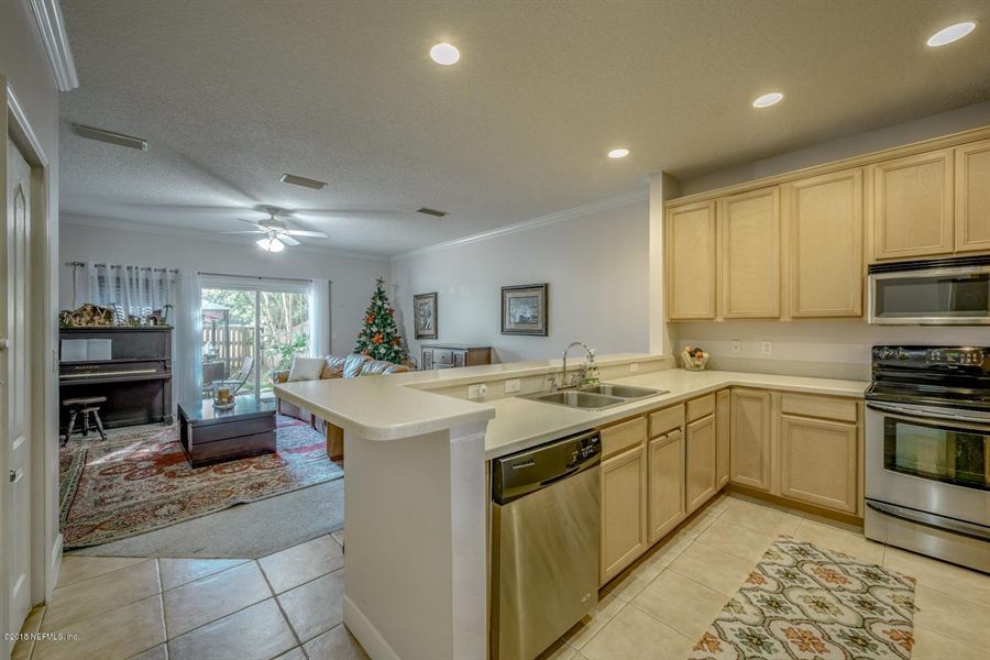 Real Estate Photography - 1404 4th Ave N, Unit D, Jacksonville Beach, FL, 32250 - Location 6