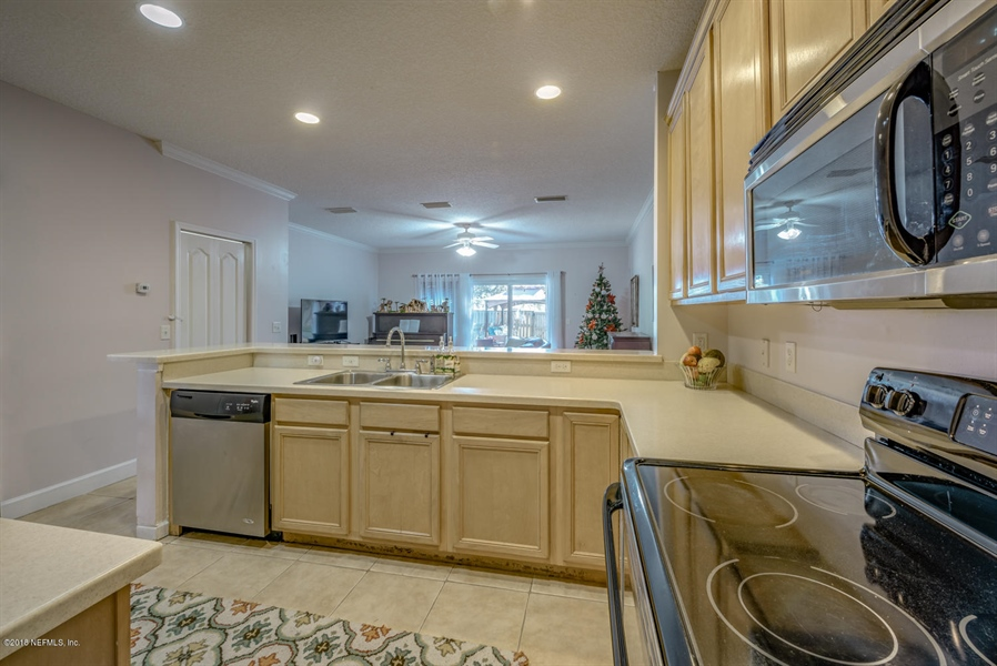 Real Estate Photography - 1404 4th Ave N, Unit D, Jacksonville Beach, FL, 32250 - Location 7