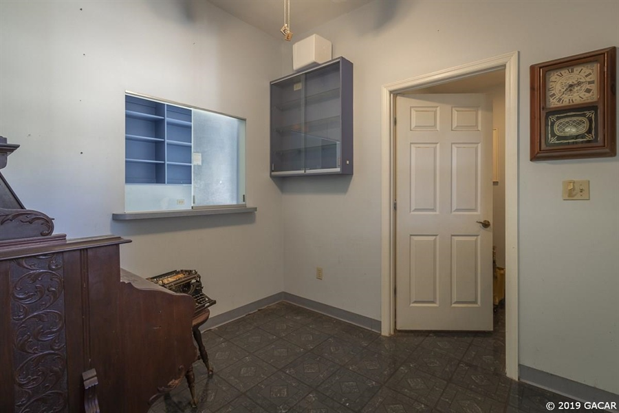 Real Estate Photography - 6530 NE 57th Ct, High Springs, FL, 32643 - Office Reception Room
