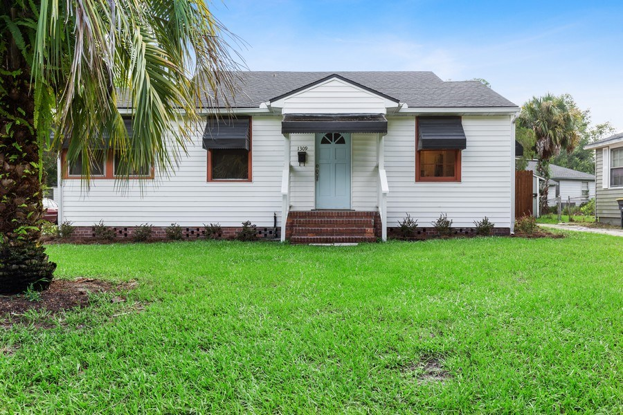 Real Estate Photography - 1309 Macarthur, Jacksonville, FL, 32205 - Front View